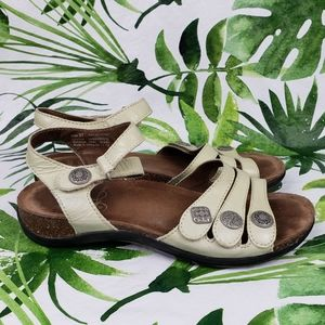 - Dansko Jess patent Ivory sandals 37/ 6.5 -…